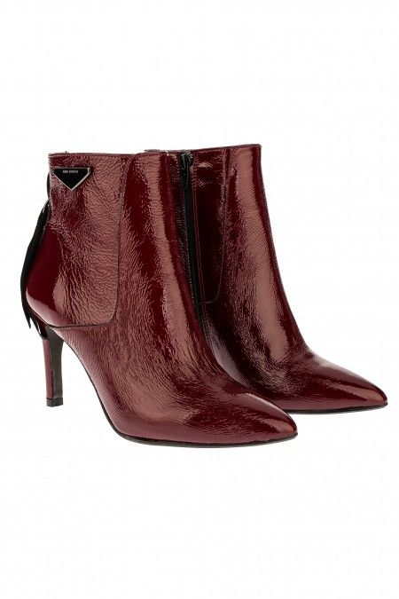 Narrow toeline ankle boots