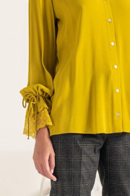 Blusa manga comprida com renda