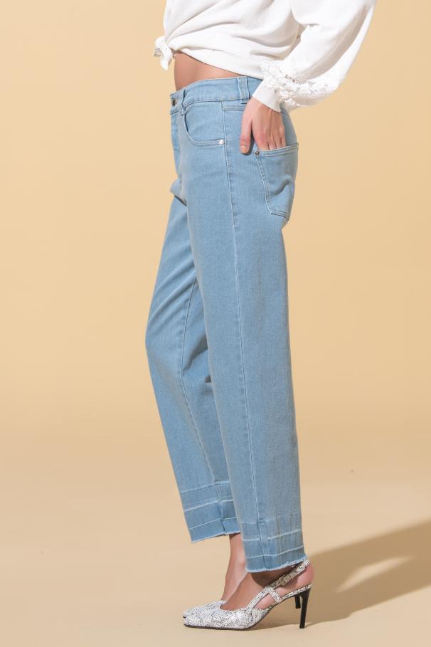 Jeans avec ourlets inachevés