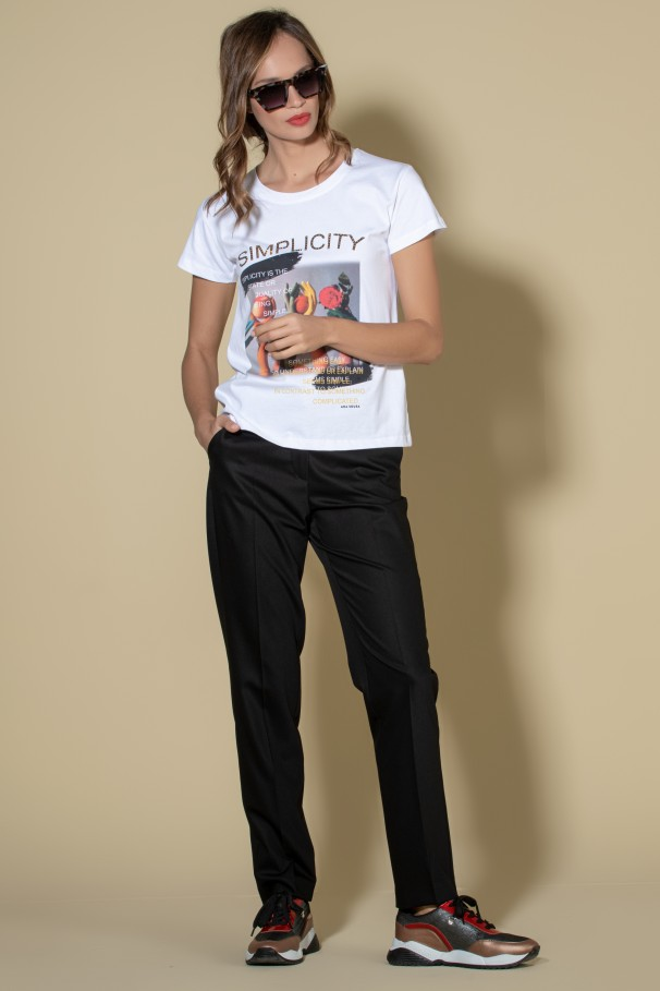 T-shirt with printed details