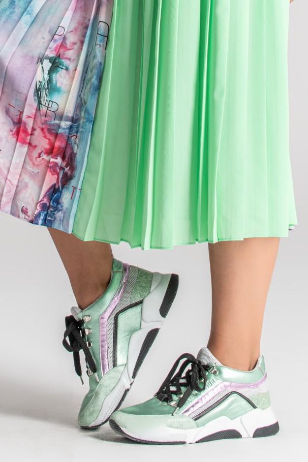 Zapatillas con efecto metalizado