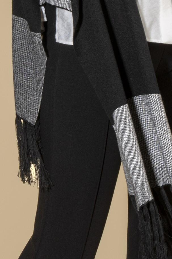 Fringed edge scarf