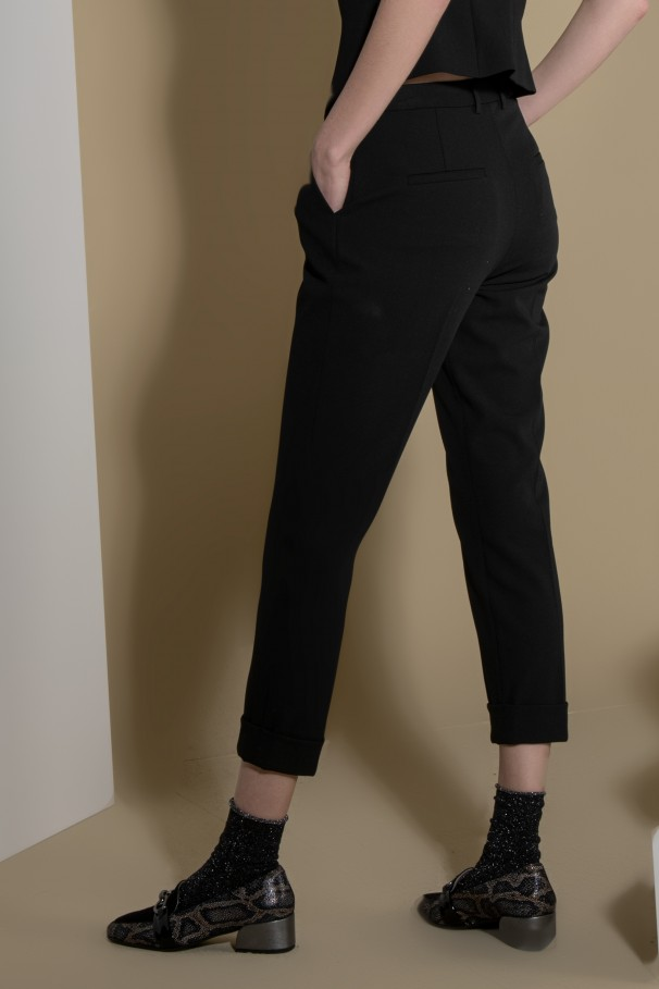Classic pants with turn-up hems