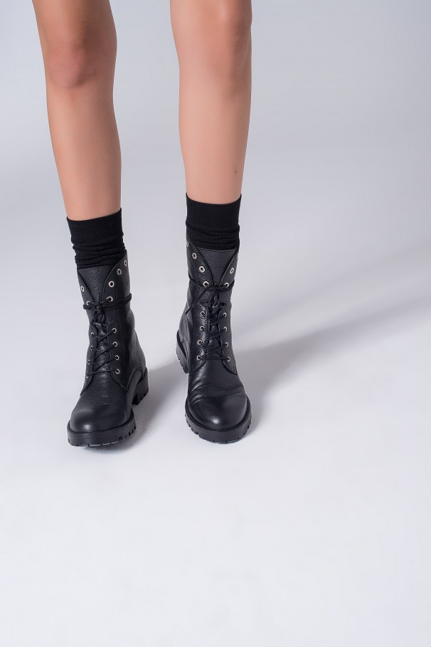 Skinned boots