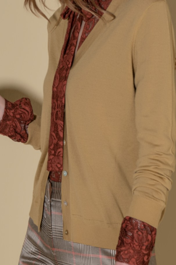 V neckline knit jacket
