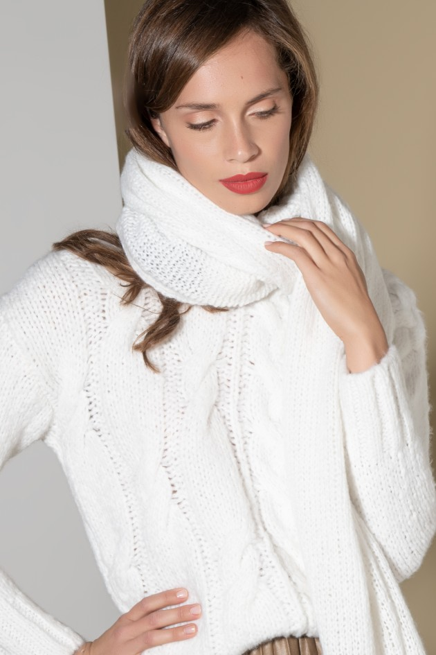Light-weight scarf