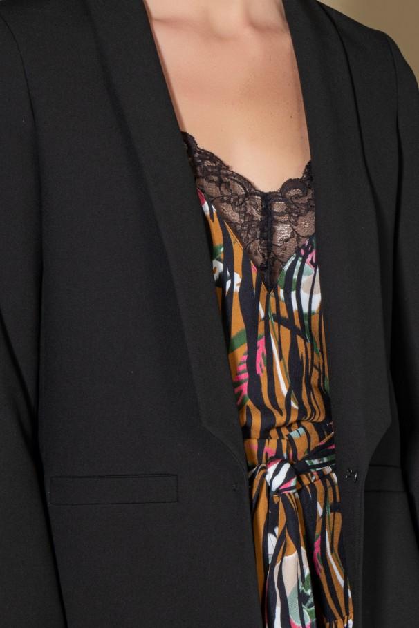 Black straight-cut blazer