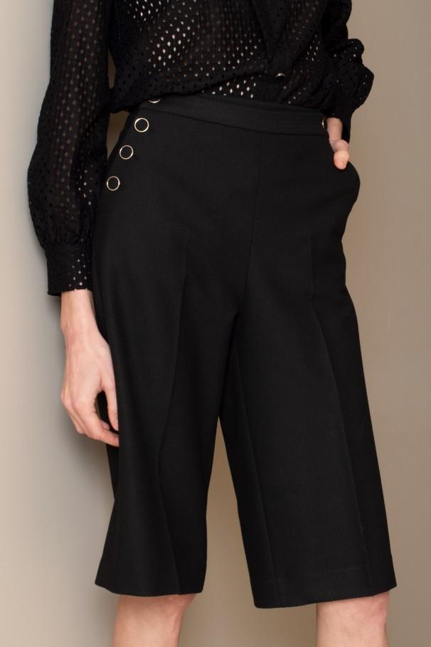 Buttoned bermuda shorts
