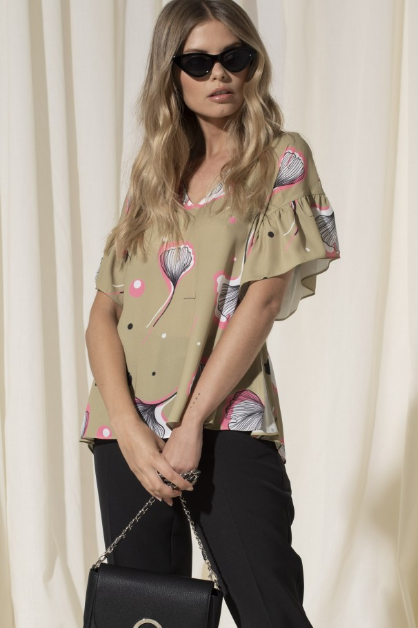 Printed blouse with ruffle