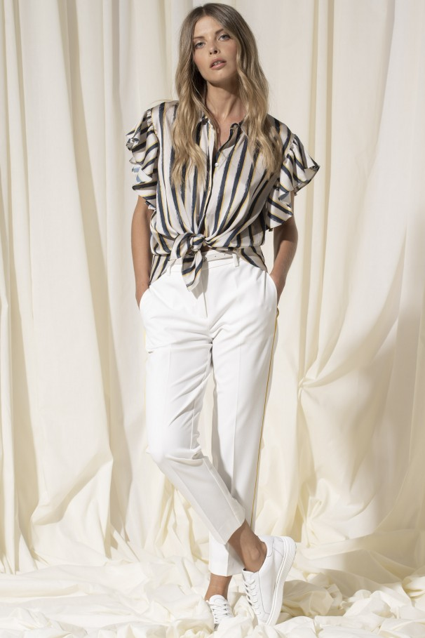 Pants with contrast trim
