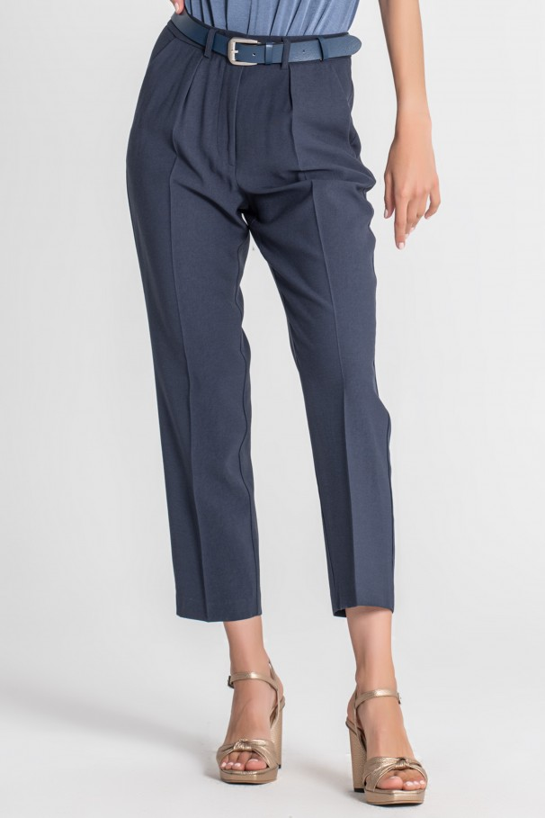 Classic pants with creases