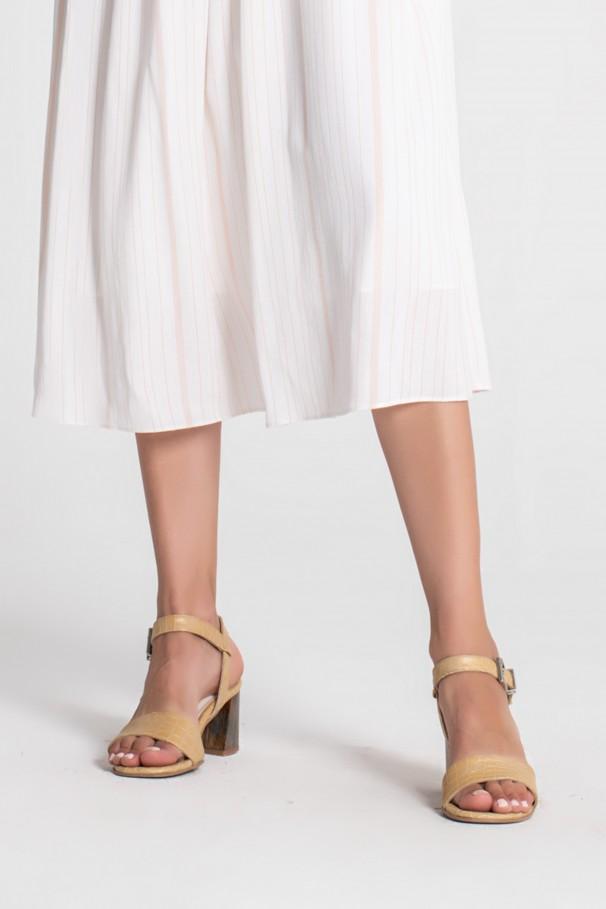 Sandals with heels